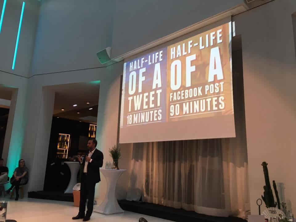 """Keynote Speaker Ibrahim Evsan referiert über das Thema """"Zukunft Social Media. Trends. Warum ist Social Media so wichtig. Wie tickt Generation Y"""" bei miss in Wien."""